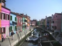 Burano: Kanál s barevnými domky