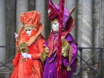 Karneval Benátky: Barevné masky
